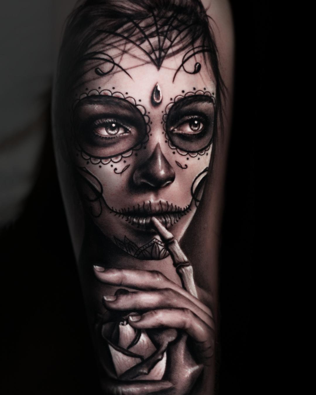 Tattoo tatuaje Alexis Epalza black and grey realistic catrina dia de los muertos girl chicano