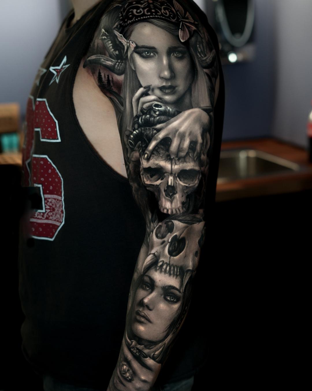 Tattoo tatuaje Alexis Epalza black and grey realistic girl sleeve animal face portrait